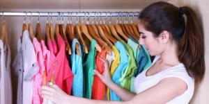 Jadwal Kegiatan Ibu Rumah Tangga : Mencuci Piring Akan Sangat Menyenangkan Jika Kita Gunakan Sabun Anti Bau